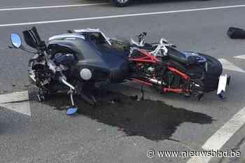 Motorrijder (50) in levensgevaar na zware botsing op N42
