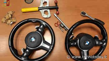 In manette i ladri che giravano Torino per rubare i volanti delle auto parcheggiate - TorinoToday