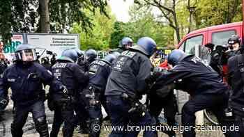 """Polizei: 46 verletzte Beamte bei """"Köpi""""-Räumung"""