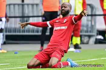 Didier Lamkel Zé doet wat hij het beste kan... en dat is scoren