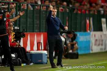 Bernd Hollerbach weet hoe de spelers de harten van de STVV fans kan veroveren