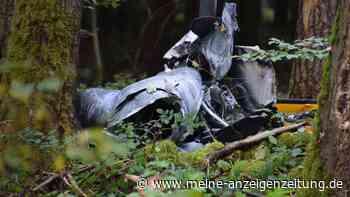 Drei Tote bei Hubschrauberabsturz: Identität der Opfer weiter ungeklärt - Ermittler in Wald unterwegs