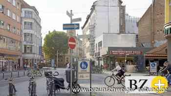 Braunschweiger Radfahrer geraten schief auf die Bahn