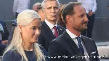 Mette-Marit und Haakon: Bewegender Abschied von den Opfern in Kongsberg