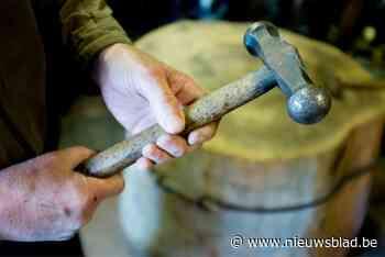 Geldkwestie ontspoort: duo gijzelt bewoners met hamer en perst 550 euro af