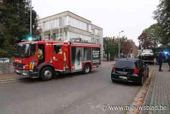 Brandweer haalt gewonde bestuurder uit auto na ongeval - Het Nieuwsblad