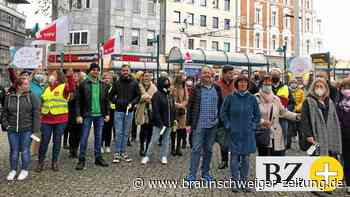 Bankangestellte der Region streiken in Braunschweig für mehr Geld