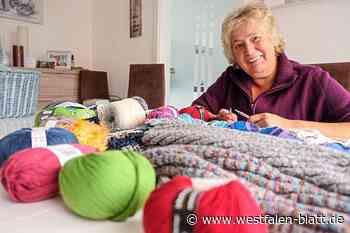 Sie strickt warme Socken und Schals für Obdachlose