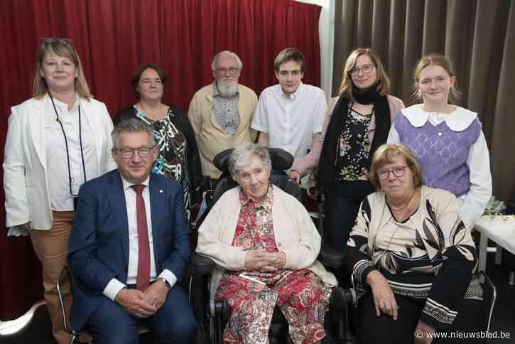 Kranige Gabriella viert honderdste verjaardag in zorgcentrum Hallenhuis