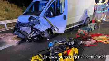 Vollsperrung nach schwerem Unfall mit drei Verletzen auf der B10