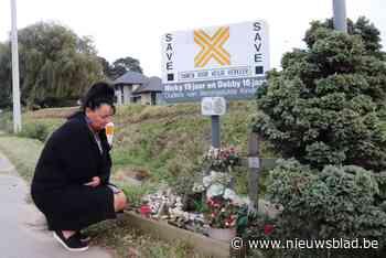 """Nancy (51) in tranen nadat gedenktekens voor haar verongelukte kinderen gestolen werden: """"Hoe kan je in godsna - Het Nieuwsblad"""