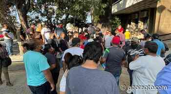 Taxistas ejecutivos toman por 3 horas oficinas de gobierno de Irapuato - Informativo Ágora