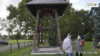 Bürgerhaushalt Perleberg: Alter Glockenstuhl steht jetzt auf dem Rosenhagener Friedhof | svz.de - svz – Schweriner Volkszeitung