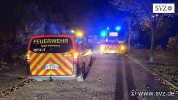 Feuerwehr Perleberg: Perleberger Kameraden im morgendlichen Einsatz | svz.de - svz – Schweriner Volkszeitung