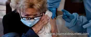 Les 65 ans et plus devraient tous recevoir une 3e dose rapidement, dit le Dr Weiss