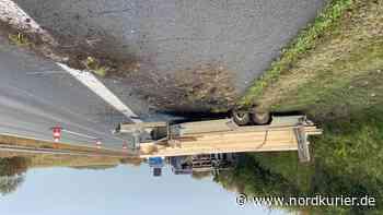 ▶ Transporter kippt auf A20 bei Neubrandenburg um - Nordkurier
