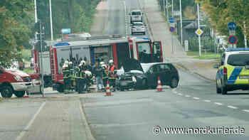 Autos krachen in Neubrandenburg gegeneinander - Nordkurier