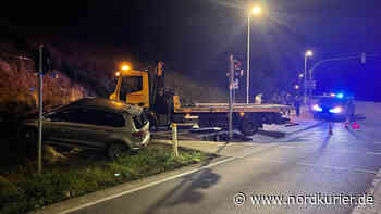 Auto verfehlt Kreuzung an Ortsumgehung in Neubrandenburg - Nordkurier
