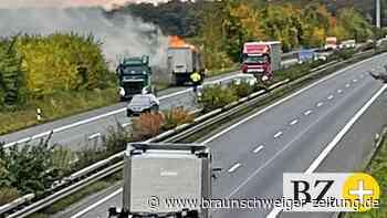Aufräumarbeiten nach LKW-Brand bei Flechtorf dauern an