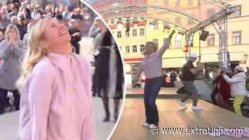 DJ Ötzi im ZDF-Fernsehgarten: Andrea Kiewel flippt total aus und reißt sich Klamotten vom Leib - extratipp.com