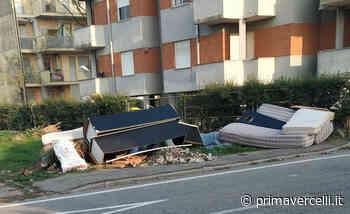 Via Castigliano: dopo 15 giorni nessuno ha ancora pulito - Prima Vercelli