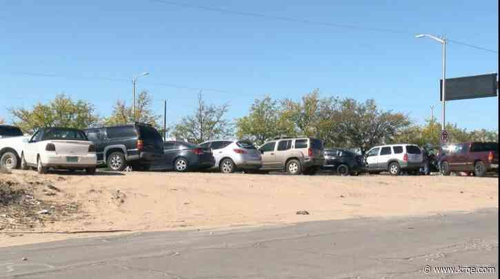 Albuquerque neighbors fed up with illegal roadside car lot
