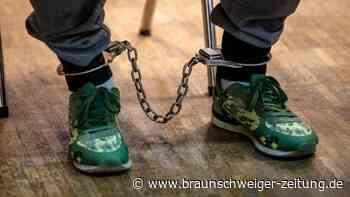 19-Jährige an Betonplatte gefesselt - Urteile erwartet
