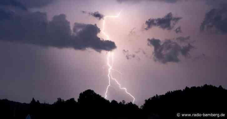 Unwetterwarnung für Teile Bayerns: Erste Schäden im Norden