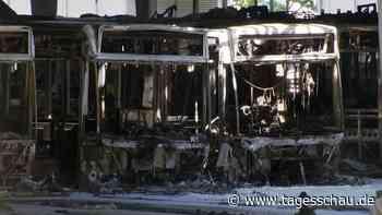 Brände in E-Bus-Depots verunsichern Verkehrsbetriebe