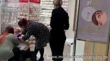 """In Einkaufszentrum: Kleines Mädchen schreit wie am Spieß als Mutter sie festhält - """"Das ist Missbrauch!"""""""