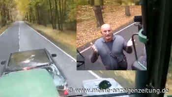 Mercedes bremst Traktor aus und bekommt heftige Retourkutsche - Video geht viral