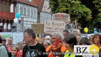 Polizei Gifhorn begleitet Querdenker-Demo zum Impfen auf Twitter