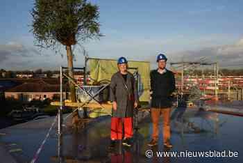 Bouw woon-zorgcentrum bereikt 'hoogtepunt': meiboom symbolisch geplant<BR />