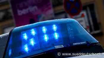 Auto überschlägt sich: Eine Tote und ein Schwerverletzter - Süddeutsche Zeitung