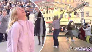 Andrea Kiewel flippt im Fernsehgarten wegen Dj Ötzi aus und reißt sich die Kleider vom Leib - tz.de