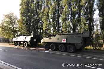 Twee gepantserde legervoertuigen botsen op elkaar op openbare weg, waarna brandstoftank scheurt
