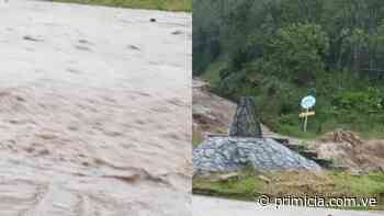 Vecinos en alerta tras crecida de río en la Colonia Tovar - primicia.com.ve