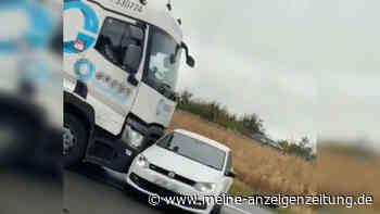 """Lkw schiebt Polo quer über die Autobahn: """"Halt an, Idiot!"""""""