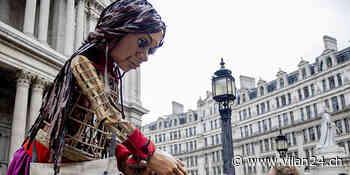 Flüchtlingspuppe in London empfangen | In-/Ausland - vilan24.ch