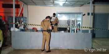 Homem é alvejado a tiros no interior de bar em Ponta Grossa - CGN