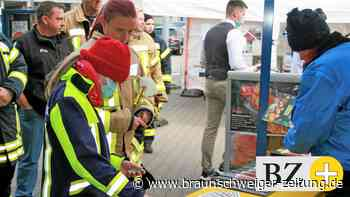 Velpker Brandschützer werden zu Sticker-Stars