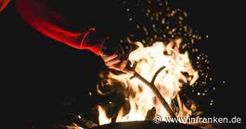 Bamberg: Lagerfeuer auf Kinderspielplatz - Unbekannte verbrennen Kleidung, Holz und Abfälle