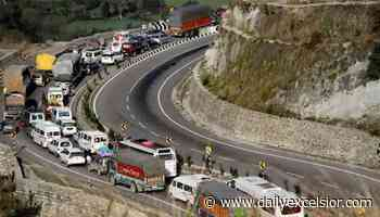 Traffic resumes on Jammu-Sgr highway - Jammu Kashmir Latest News | Tourism | Breaking News J&K - Daily Excelsior