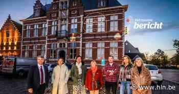 """Oostkamp herdenkt haar overledenen met pakkende boodschappen op gevel van gemeentehuis: """"Dit zal zorgen voor extra warmte en verbondenheid"""" - Het Laatste Nieuws"""