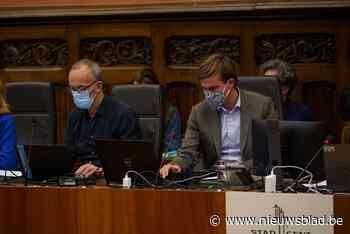 """""""Het gaat over de postjes."""" Burgemeester De Clercq (Open VLD) krijgt volle laag na uitlekken geheime gesprekken"""