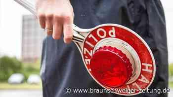 BMW will Braunschweiger Polizeikontrolle entgehen und rammt Ampel