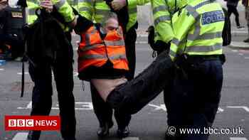 Insulate Britain: Protesters block east London roads