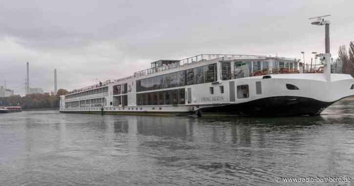 Zwei Schiffe auf dem Rhein havariert – Schifffahrt gesperrt