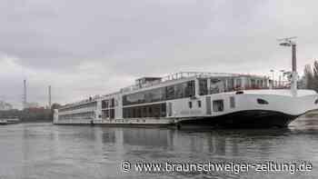 Zwei Schiffe auf dem Rhein havariert - Schifffahrt gesperrt