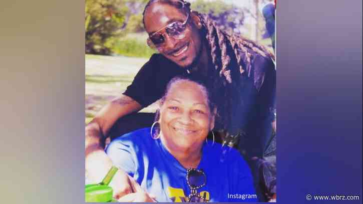 Snoop Dogg shares news of his mother's death
